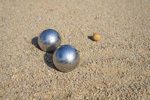 지상 필드에 페탕 크 공