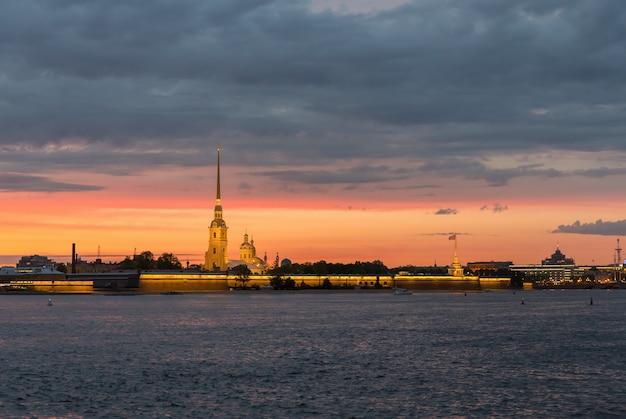 Петропавловская крепость в санкт-петербурге на закате