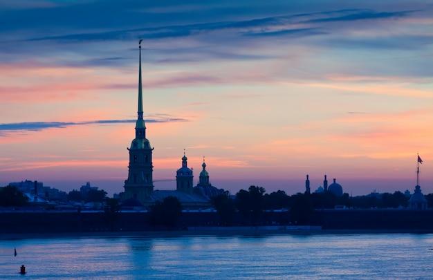 Петропавловская крепость в рассвете