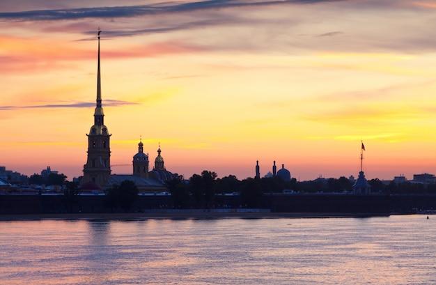 Петропавловская крепость в летнее утро