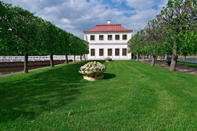 Петергофский дворец. marli palace, санкт-петербург, россия - 3 июня 2015 г.