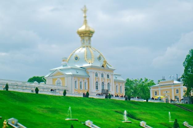 Петергофский дворец. санкт-петербург, россия - 3 июня 2015 г.