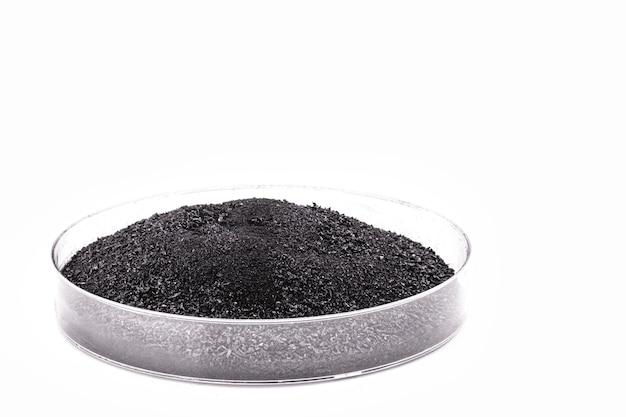 제약 또는 미용 산업에 사용되는 흑색 분말, 분말 숯이 함유 된 페트리 접시