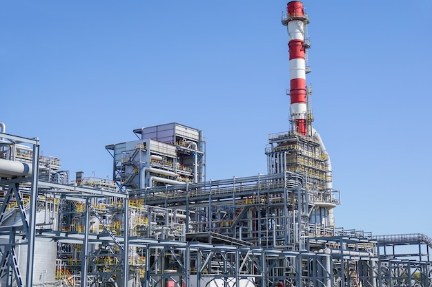 石油化学。石油精製所での炭化水素の処理のための複合体。、