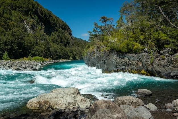 ペトロウエ川プエルトバラスジャンキーウェ州ロスラゴスチリチリパタゴニア