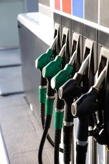 ガソリンポンプ充填ノズル、給油所