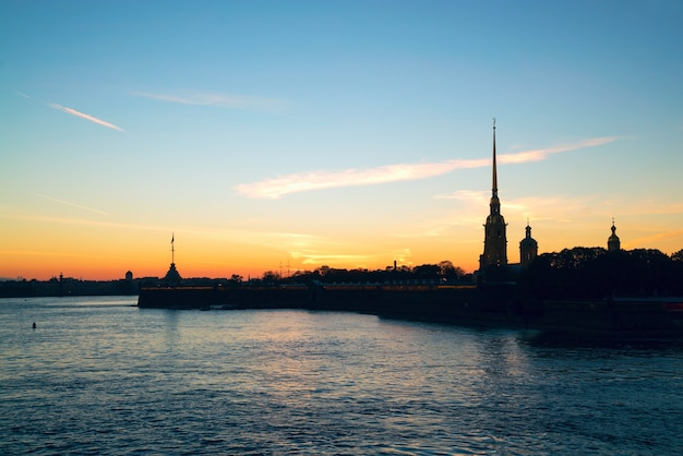 Petropavlovskaya fortress. autumn city skyline at sunset, neva river.