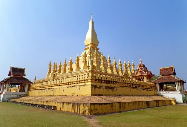 Pha that luangまたはgreat stupa