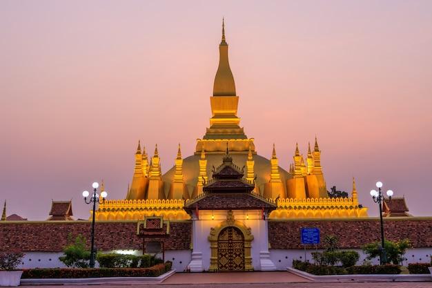 Pha that luang、朝の金仏教の仏塔