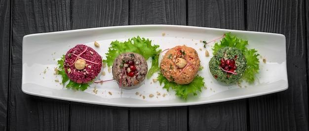 ファリ-野菜とナッツのトップビューの伝統的なジョージ王朝様式のスナック。