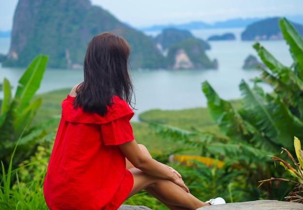 Залив пханг нга в смотровой площадке самед нанг чи, таиланд