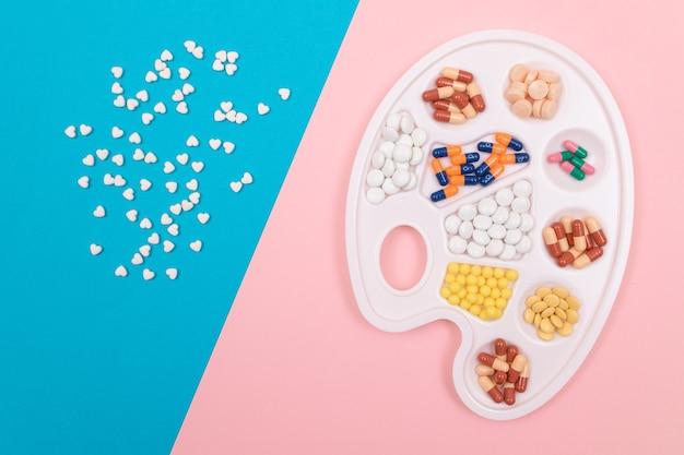 製薬業界と医薬品の異なる色の錠剤