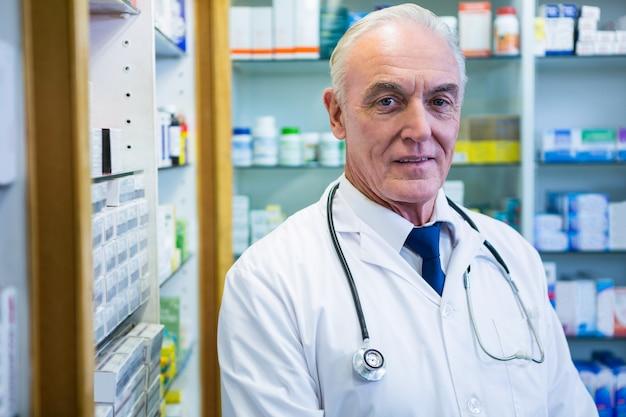 聴診器で薬剤師