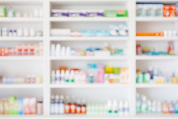 Аптека аптека размывает абстрактный фон с лекарствами и продуктами здравоохранения на полках