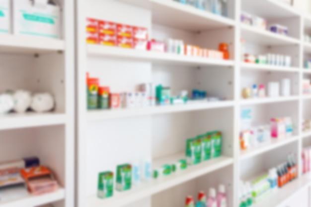 Аптека аптека размывает фон с лекарствами и продуктами здравоохранения на полках