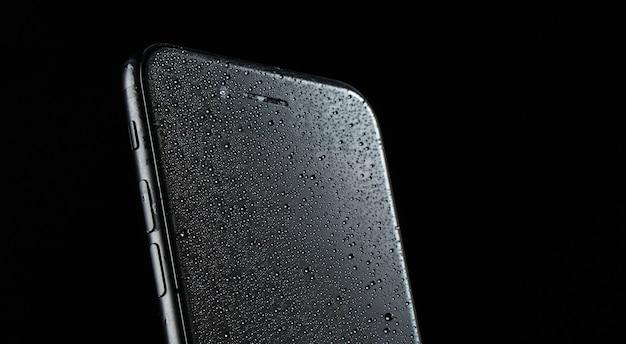 Телефонное рекламное фото в студии