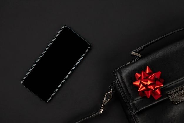 Телефон и сумка в продаже в черную пятницу