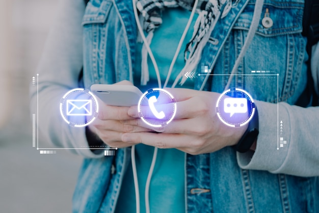 Телефон, почта и мессенджеры на телефон