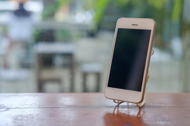 Телефон на деревянном.