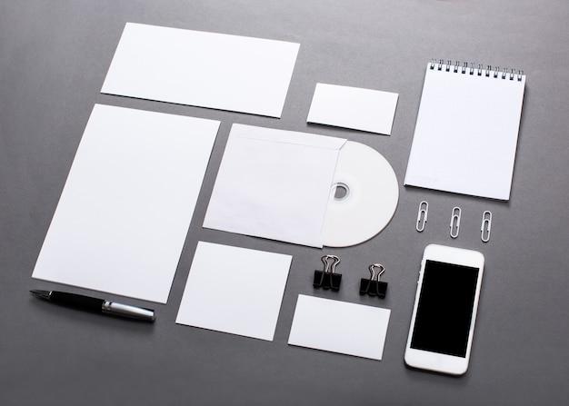 Заготовки для фотографий. шаблон для брендинга на темном текстурном фоне