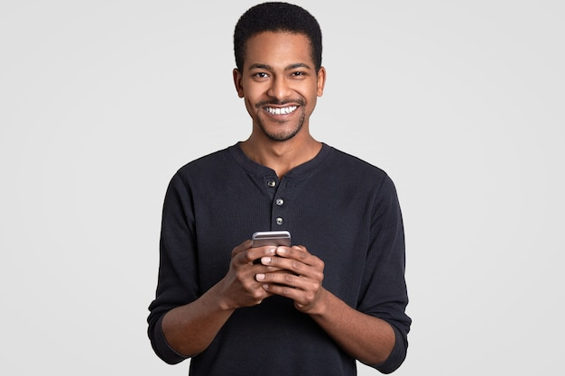 Photo of cheerful dark skinned man with toothy smile