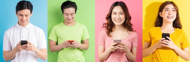 쾌활한 아시아 젊은이들의 사진 콜라주
