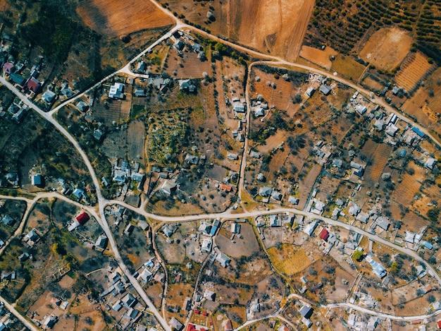 Фото с беспилотника над деревней в сельской местности