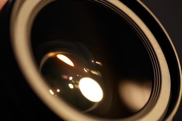 Фотообъектив с солнечными отражениями.