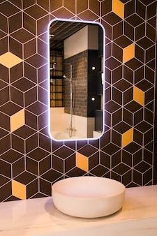 モダンなスタイルのバスルームの写真
