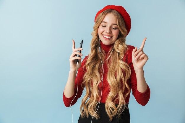 고립 된 휴대 전화에서 음악을 듣고 이어폰을 착용 백인 여자 20의 사진