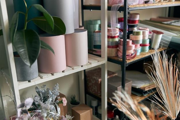 フラワーショップのコピースペースの写真。ライフスタイルフラワーショップ。家族の花のビジネス。