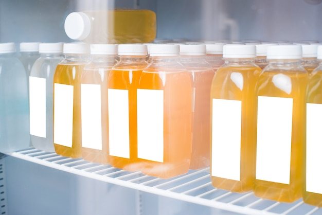 冷蔵庫のデトックスフレッシュオレンジジュースの写真