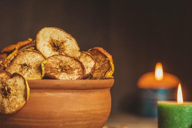 木製のテーブルの上の食べ物の写真。石鹸ボール。休日のおやつ。健康食品。適切な栄養。
