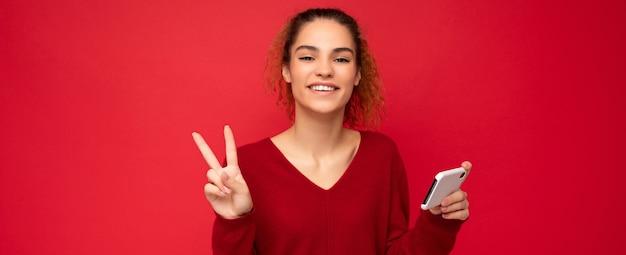 Фото счастливой улыбающейся женщины