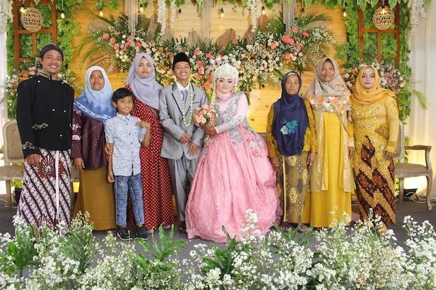 Фото индонезийской свадебной церемонии счастья