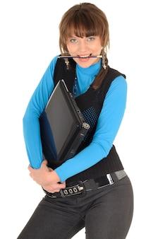 いたずらな学生の女の子の写真黒髪の黒いスーツとパソコンのポーズ、白で隔離
