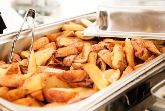 Фото картофельных дольок в мармите