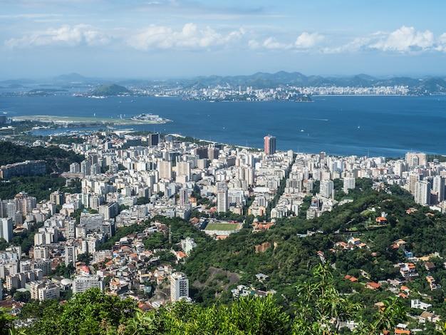 リオデジャネイロの美しく魔法の街とその有名な場所の写真。