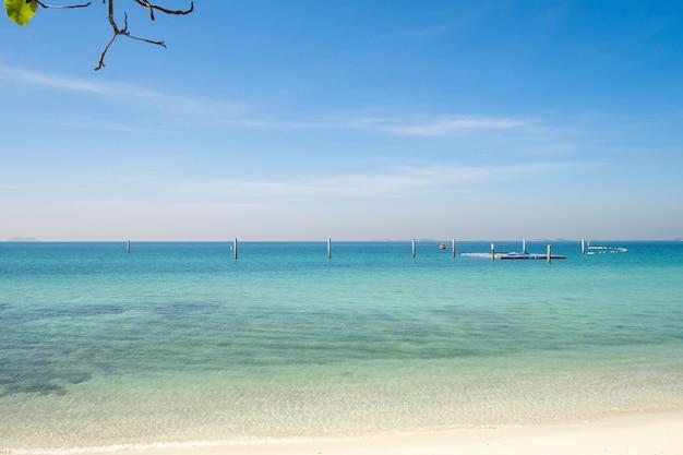 Koh larn pattaya city thailand라는 유명한 태국 바다 해변의 사진