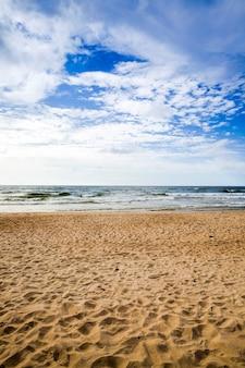 海の水の写真、寒波の間に強風が吹く夏の天気、地球の北の海