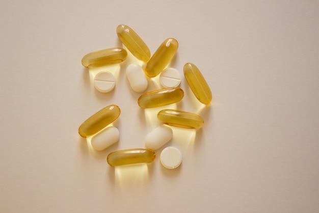 写真の丸薬魚油カプセルオメガビタミンウイルス治療covid医薬品