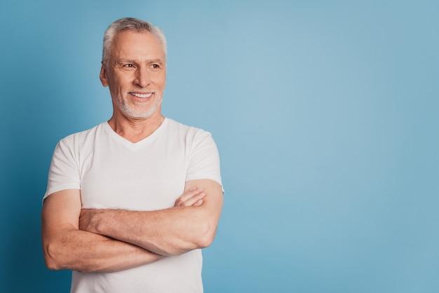 Photo of self-assured old man folded hands