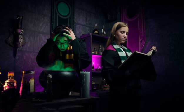 Фотосессия в ведьминской комнате. колдовство