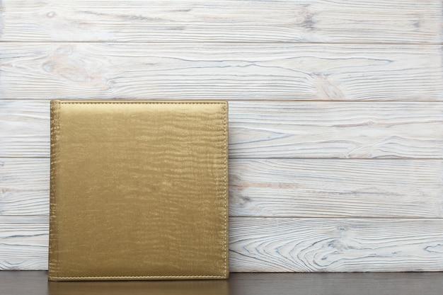Фотоальбом в золотой тканевой обложке