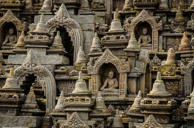 インドネシアのボロブドゥール寺院の仏像の写真