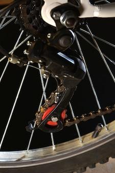 Фотографируйте части белого горного велосипеда