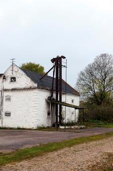 石膏のない古い建物のクローズアップ写真