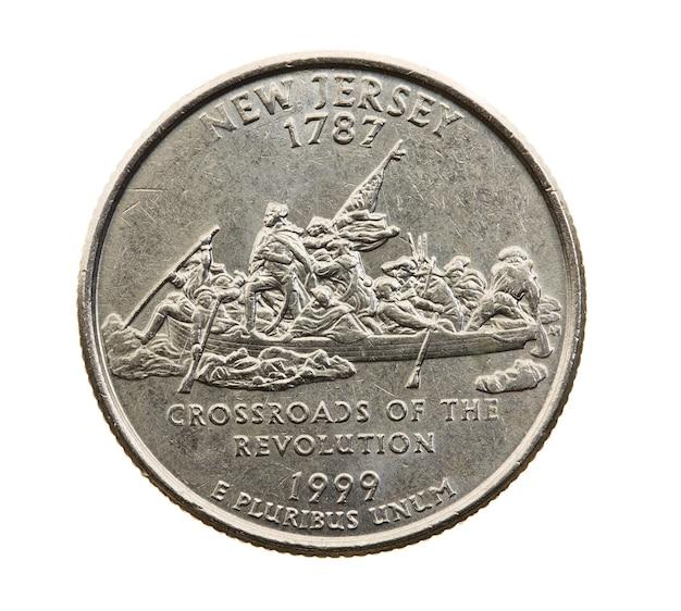 Сфотографирован крупным планом на белой монете доллар американский квартал двадцать пять центов, нью-джерси