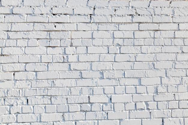 建物の壁のクローズアップ部分を撮影。白く塗られたレンガ
