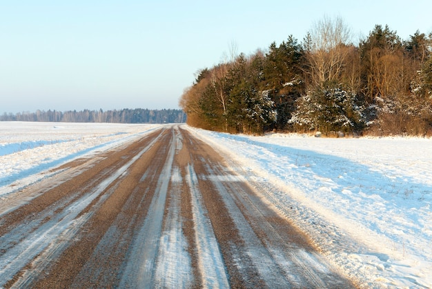 霜が降りた後の雪の撮影。被写界深度が浅いクローズアップ
